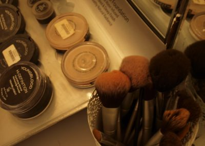 Youngblood mineral makeup brushes - Lavish Skin Therapy Clinic-beauty salon Benalla 03 5762 8404