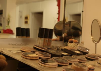 Youngblood minerla makeup product display - Lavish Skin Therapy Clinic-beauty salon Benalla 03 5762 8404